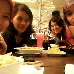 Photo taken at Pizza Hut by Wulan A. on 7/8/2014
