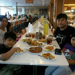 Photo taken at D'Cost Seafood by Dian I. on 6/16/2014