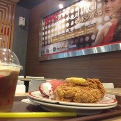 Photo taken at KFC by Kingdonk A. on 11/14/2013