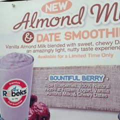 Photo taken at Robeks Fresh Juices & Smoothies by Babak J. on 7/11/2013