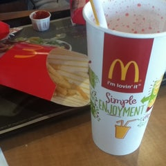 Photo taken at McDonald's by Blan-k F. on 9/25/2013