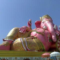Photo taken at วัดสมานรัตนาราม (Wat Samanrattanaram) by 'P'1^^ on 11/4/2013