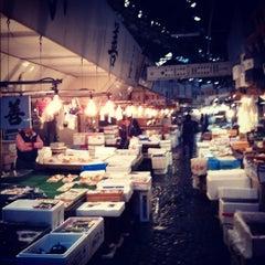 Photo taken at 築地市場 (Tsukiji Fish Market) by D S. on 10/18/2012