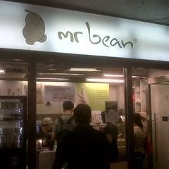 Photo taken at Mr Bean by jruckziege on 12/6/2012