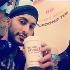 Photo taken at Dunkin' Donuts by Gurusewak K. on 12/8/2013