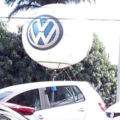 Photo taken at Pau Brasil - Concessionária Volkswagen by Lelo L. on 8/13/2013