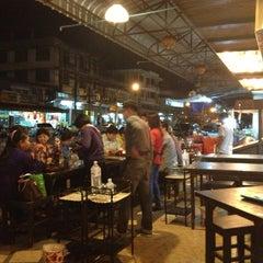 Photo taken at ร้านอาหารเยาวราช by Veraporn K. on 1/31/2013