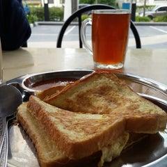 Photo taken at Restaurant Impian Shah Maju by Anas H. on 10/22/2013