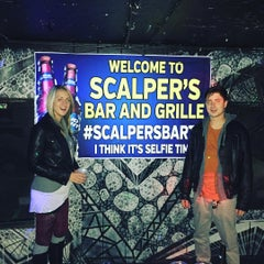 Photo taken at Scalpers Bar & Grille by Joel B. on 10/10/2015