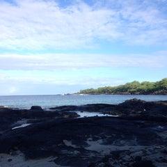 Photo taken at Hōnaunau Bay Puʻuhonua Pt. by Erick C. on 8/29/2015