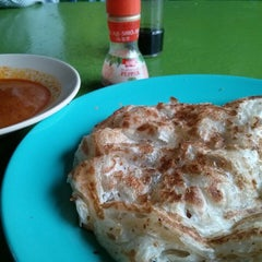 Photo taken at Roti Canai D'Bukit by Khairul N. on 9/17/2013