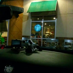 Photo taken at Starbucks by Kenneth H. on 1/3/2013