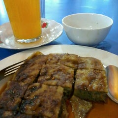 Photo taken at Restoran Kubang Hayuda by Dewi O. on 2/21/2014