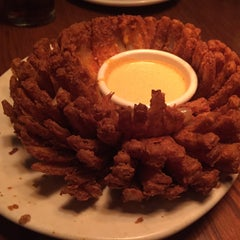 Photo taken at Outback Steakhouse by Shahid R. on 3/22/2015