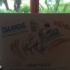 Photo taken at Islands Restaurant by Nanc D. on 8/26/2015