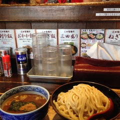 Photo taken at 三田製麺所 恵比寿南店 by Yoshihiro H. on 1/9/2015