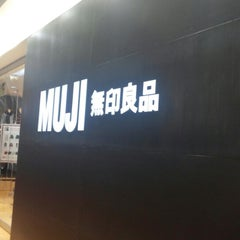Photo taken at MUJI by Mumu J. on 10/7/2014