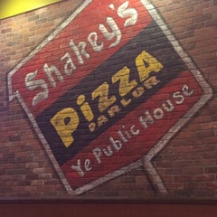 Photo taken at Shakey's Pizza Parlor by Barry on 1/5/2014