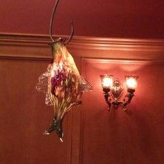 Photo taken at Johnnie's Restaurant by Alberto H. on 3/29/2014
