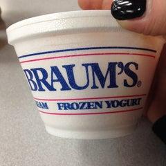 Photo taken at Braum's Ice Cream & Dairy Store by Lynda V. on 10/21/2013