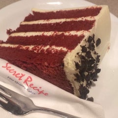 Photo taken at Secret Recipe by Syeera R. on 5/30/2016