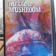 Photo taken at Mellow Mushroom by Toshia M. on 8/24/2014