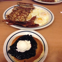 Photo taken at IHOP by Kao S. on 7/9/2014