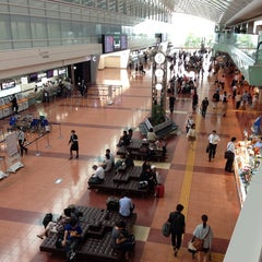 Photo taken at 羽田空港 第2旅客ターミナル (HND/RJTT Terminal 2) by Kenji Y. on 6/10/2013