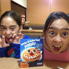 Photo taken at IHOP by Maria L. on 10/23/2014
