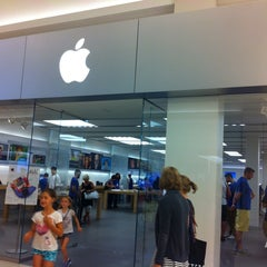 Photo taken at Apple Store, Mall of America by Willian O. on 8/27/2013