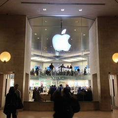 Photo taken at Apple Store, Carrousel du Louvre by Tanner H. on 2/1/2013