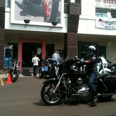 Photo taken at Mabua Harley-Davidson by Pheno M. on 10/6/2013