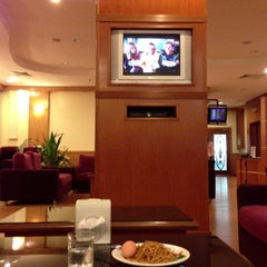 Photo taken at Malaysia Airlines Golden Lounge by Ismail S. on 9/9/2013