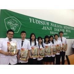Photo taken at Fakultas Kedokteran by Elizabeth M. on 3/5/2014
