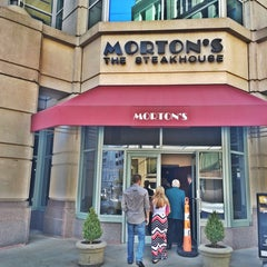Photo taken at Morton's Steakhouse by Ramone T. on 5/4/2014