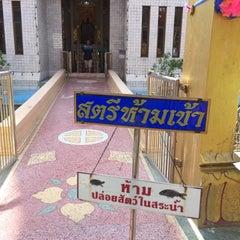 Photo taken at วัดหลวงพ่อโอภาสี (สวนอาศรมบางมด) by Rungnaphar-Pooncharad M. on 4/3/2015