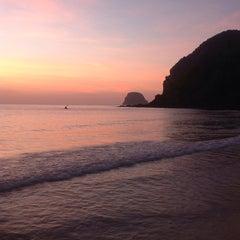 Photo taken at Koh Mook Charlie Beach Resort Trang by Karan B. on 2/21/2014