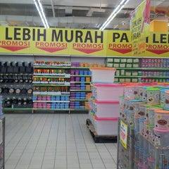 Photo taken at Giant Hypermarket by Dewi Nirwanasari on 4/21/2014