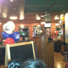 Photo taken at Foster's Hollywood by Juan Sergio P. on 8/27/2013