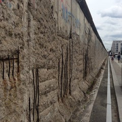 Photo taken at Baudenkmal Berliner Mauer   Berlin Wall Monument by Šáfa . on 6/16/2013