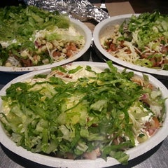 Photo taken at Chipotle Mexican Grill by Jung Ho H. on 7/3/2013