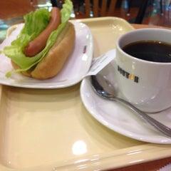 Photo taken at ドトールコーヒーショップ 大森店 by Akira N. on 9/20/2015