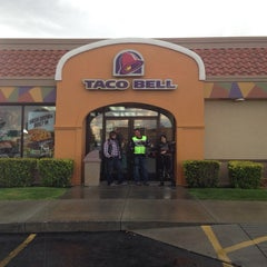 Photo taken at Taco Bell by Mulyadi M. on 8/6/2014