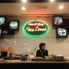 Photo taken at BB Hailam Chicken Rice by sawako b. on 1/15/2013