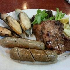 Photo taken at Chokchai Steakhouse (โชคชัยสเต็คเฮาส์) by Thiti V. on 10/13/2012