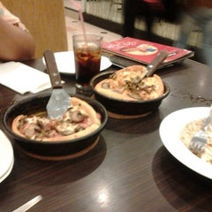 Photo taken at Pizza Hut by Setiawan S. on 9/21/2013