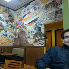 Photo taken at Big Mama's & Papa's Pizzeria by Alejandra M. on 12/27/2013