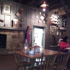 Photo taken at Cracker Barrel Old Country Store by Fabian on 9/14/2012