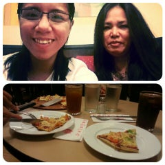 Photo taken at Pizza Hut by Che C. on 1/31/2014