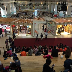 Photo taken at 深圳书城中心城 Central Book City by Lena S. on 2/28/2016